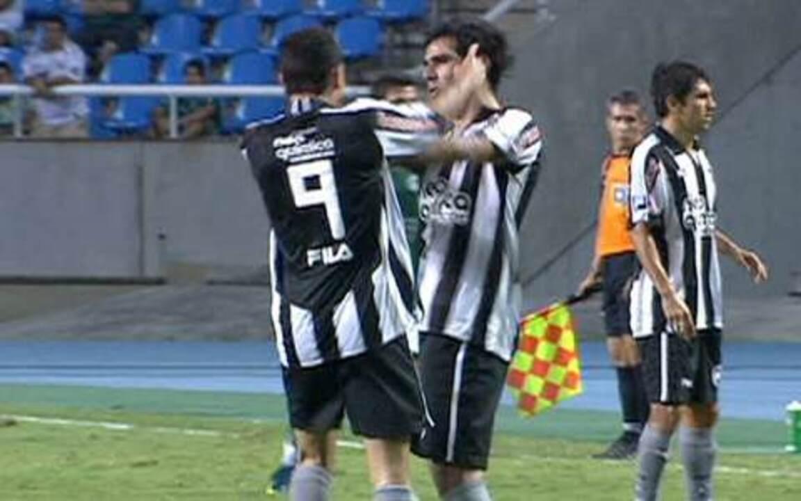 Herrera e Caio se estranham em campo e são expulsos, desfalcando o Botafogo