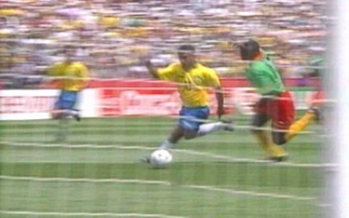 Em 1994, Brasil 3 x 0 Camarões pela Copa do Mundo