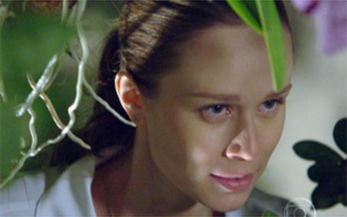 Passione - Capítulo de Terça-feira, 08/06, na íntegra - Clara arma encontro entre Mauro e Diana. Gerson flagra o casal se beijando e discute com a noiva