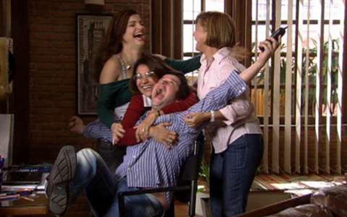 Ti ti ti - capítulo de quinta-feira, 05/08/2010, na íntegra - Vestido de Victor Valentim é um sucesso! Edgar termina com Luísa!
