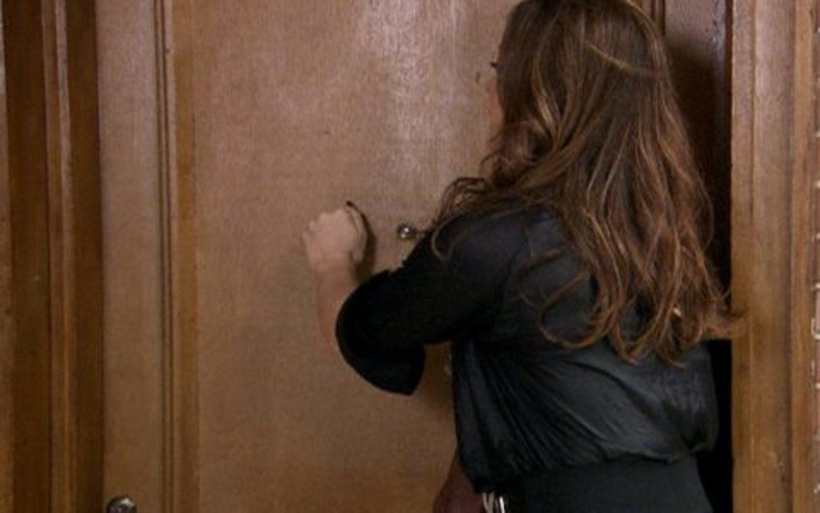 Ti-ti-ti - capítulo de terça feira, dia 21/09/2010, na íntegra - Jaqueline bate na porta de Ariclenes