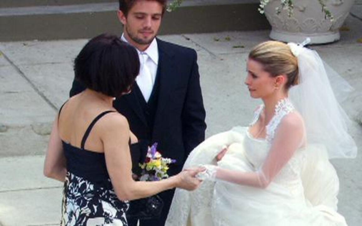 Tititi - capítulo de quarta feira, dia 29/09/2010, na íntegra - Rebeca deixa Camila com Jorgito, que se prepara para levar a irmã ao altar