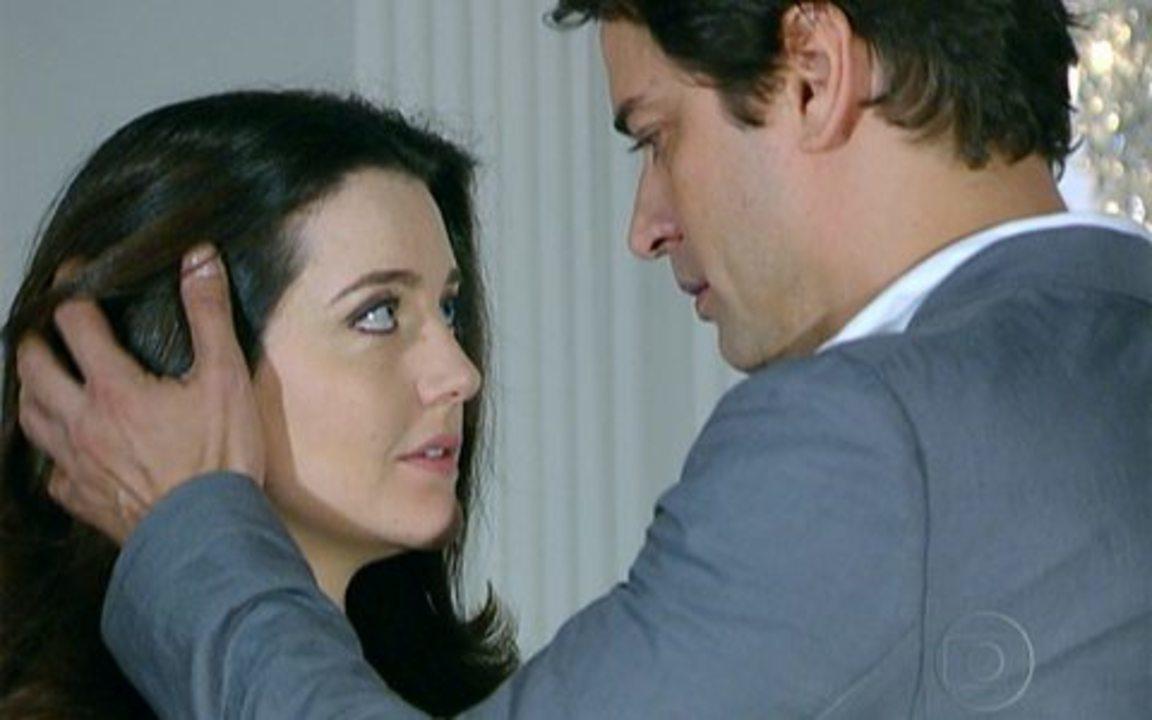 Passione - capítulo de segunda feira, dia 22/11/2010, na íntegra - Gerson e Felícia conversam sozinhos e se beijam