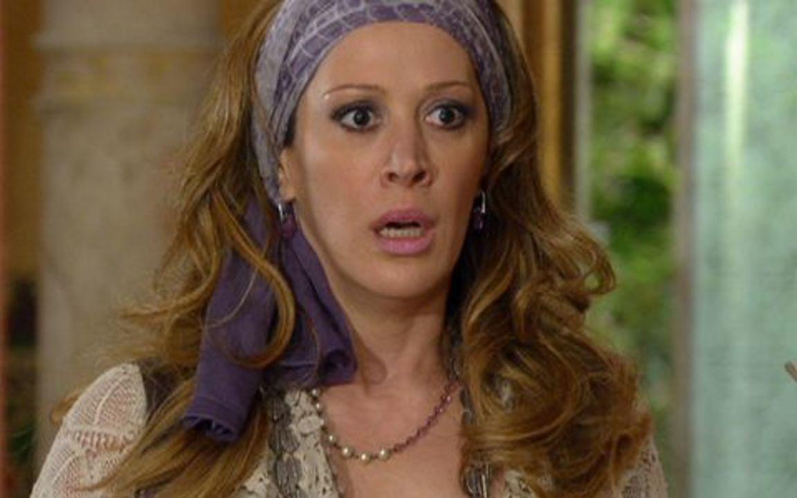 Ti-ti-ti - capítulo de sábado, dia 27/11/2010, na íntegra - Suzana pede demissão da Moda Brasil. Renato admite que errou e pede a ajuda de Stela. Jaqueline descobre o grande segredo de Ariclenes