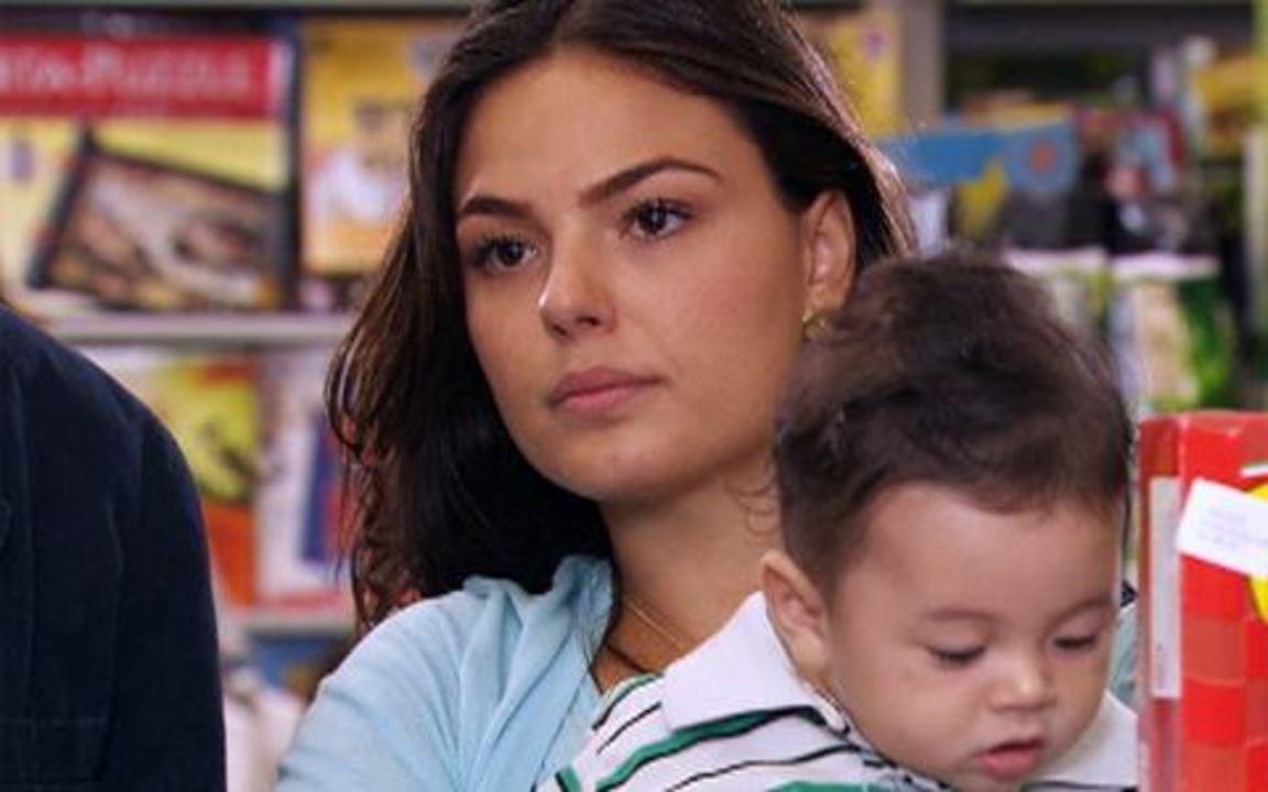 Ti-ti-ti - capítulo de quinta feira, dia 23/12/2010, na íntegra - Renato e Marcela vão às compras e encontram Edgar com Amanda