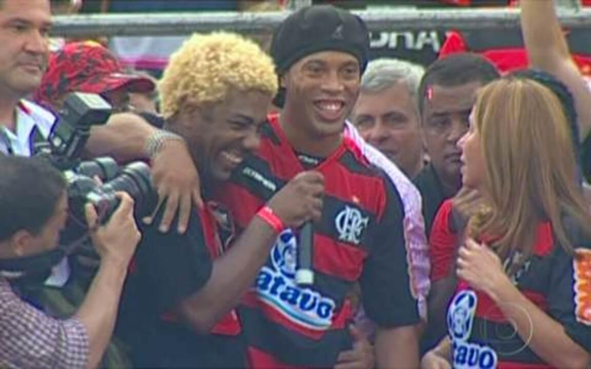 Ronaldinho Gaúcho é apresentado à torcida do Flamengo
