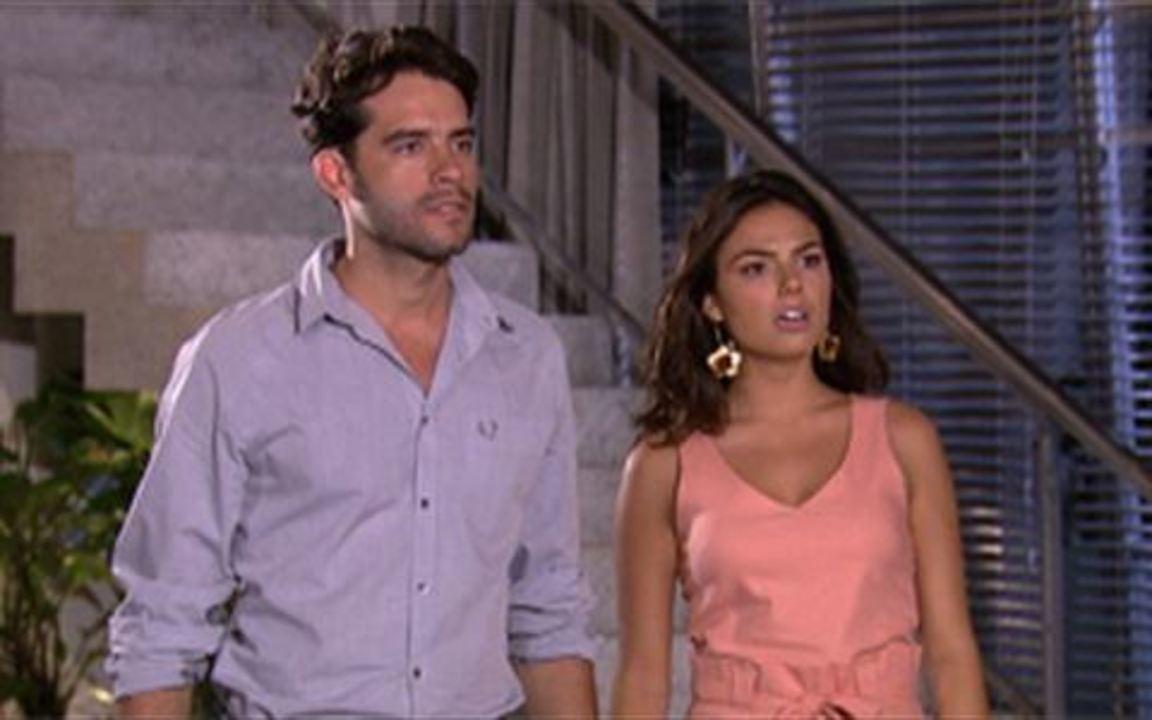 Ti ti ti - capítulo de terça feira, dia 08/02/2011, na íntegra - Renato e Marcela se surpreendem com a visita inesperada de Luisa, que vai até a casa deles pedir desculpas