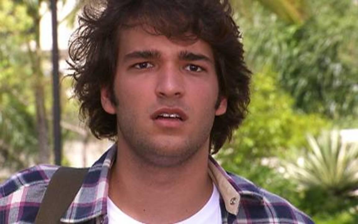 Ti ti ti - capítulo de segunda feira, dia 21/02/2011, na íntegra - Pedro tenta atropelar Luti e Camila se desespera