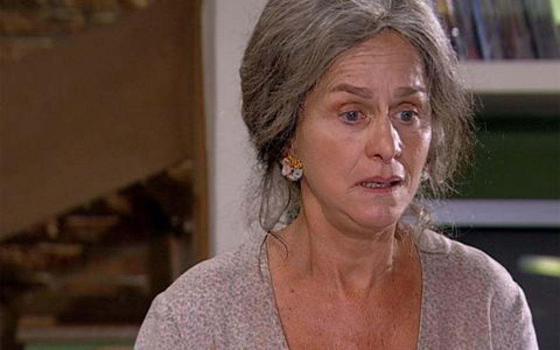 Ti-ti-ti - capítulo de sexta feira, dia 04/03/2011, na íntegra - Cecília conta para Clotilde que Jacques é seu filho