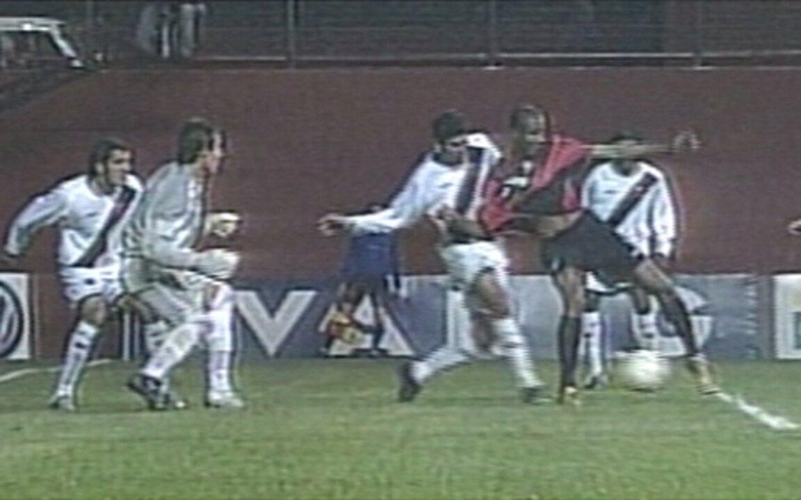 Em 2005, Atlético-PR goleia Vasco por 7 a 2 pelo Campeonato Brasileiro