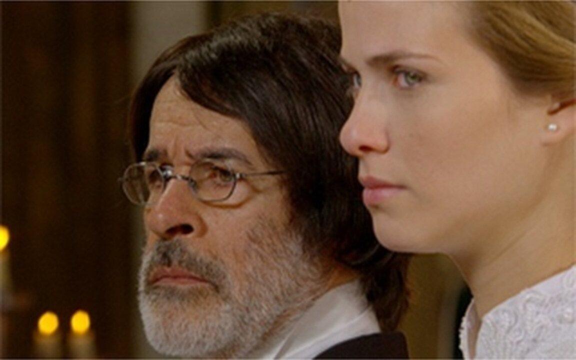 Capítulo de 19/07/2011 - Antônia desiste de fugir com Cícero e se casa com Batoré. O bando de Jesuíno se une aos cancaceiros e liberta o Rei Augusto e seus companheiros