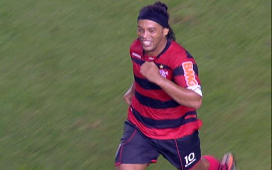 Confira lances de Ronaldinho Gaúcho na vitória do Flamengo sobre o Santos por 5 a 4