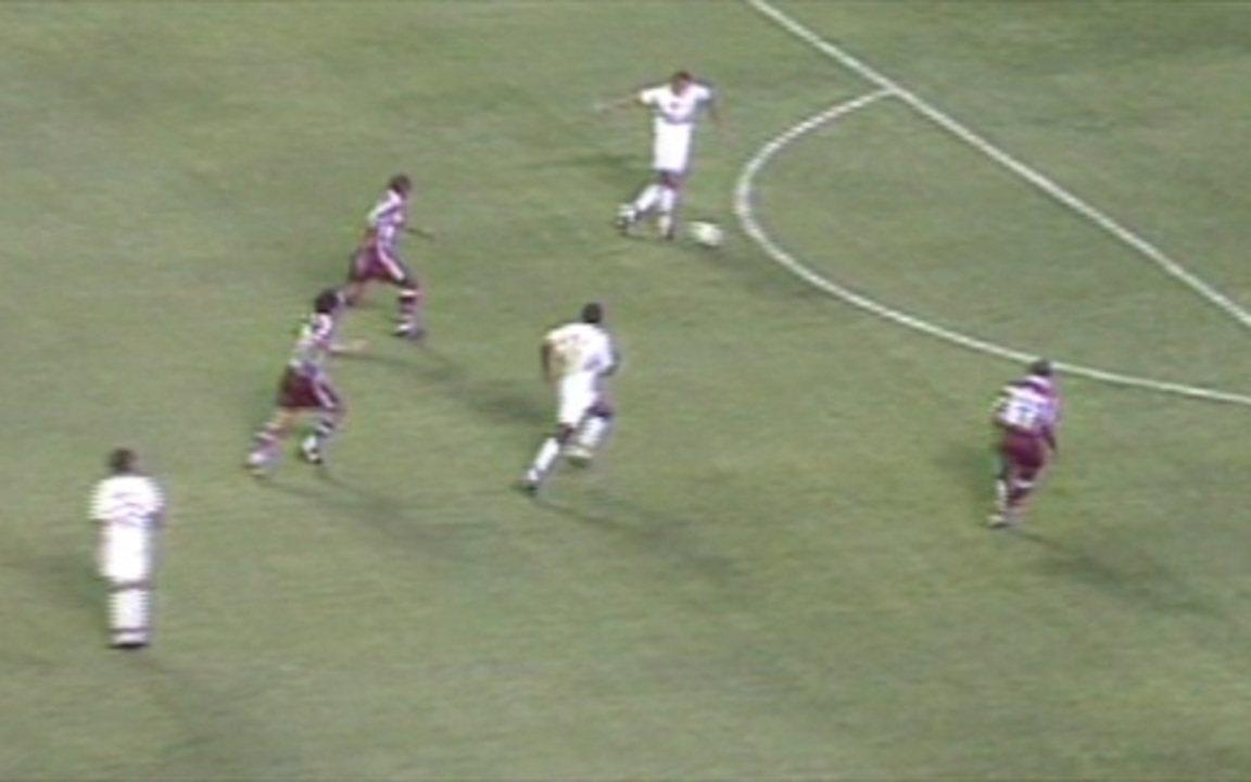 Em 2002, São Paulo goleia Fluminense por 6 a 0 pelo Campeonato Brasileiro