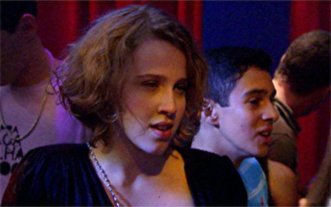 Malhação - Capítulo de segunda-feira, 05/09/2011, na íntegra - Babi vê Débora beijando Ziggy e fica furiosa