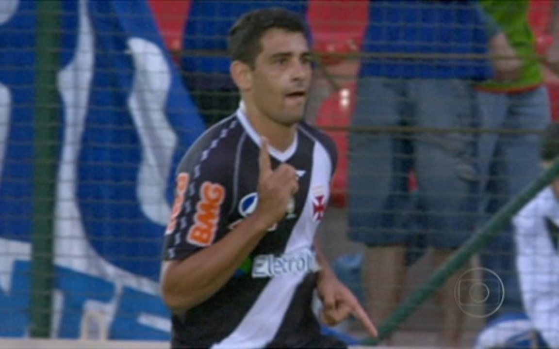 In 2011, Diego Souza makes three goals against Cruzeiro Vasco