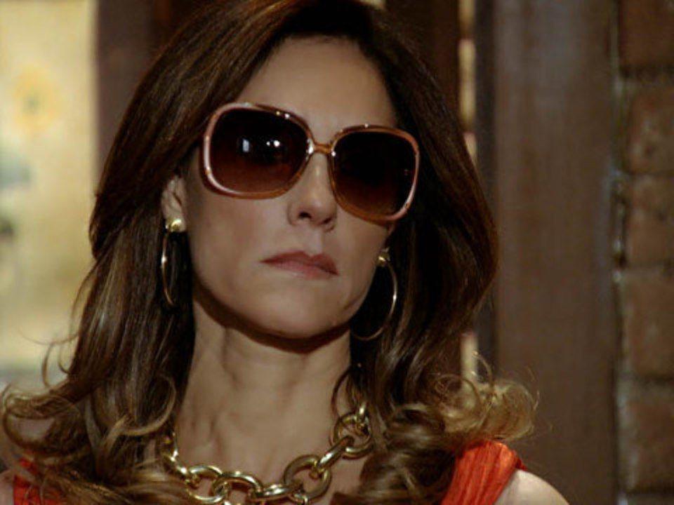 Fina Estampa - capítulo de sábado, 5/11/2011, na íntegra - Tereza Cristina flagra Antenor saindo do quarto de Patrícia
