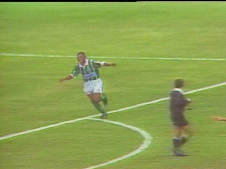 Em 1993, Palmeiras vence o São Paulo por 2 a 0 pelo Campeonato Brasileiro