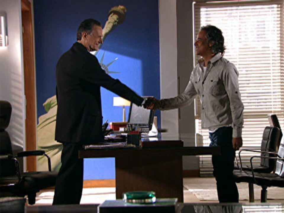 A Vida da Gente - capítulo de segunda-feira, dia 19/12/2011, na íntegra - Marcos arranja um emprego
