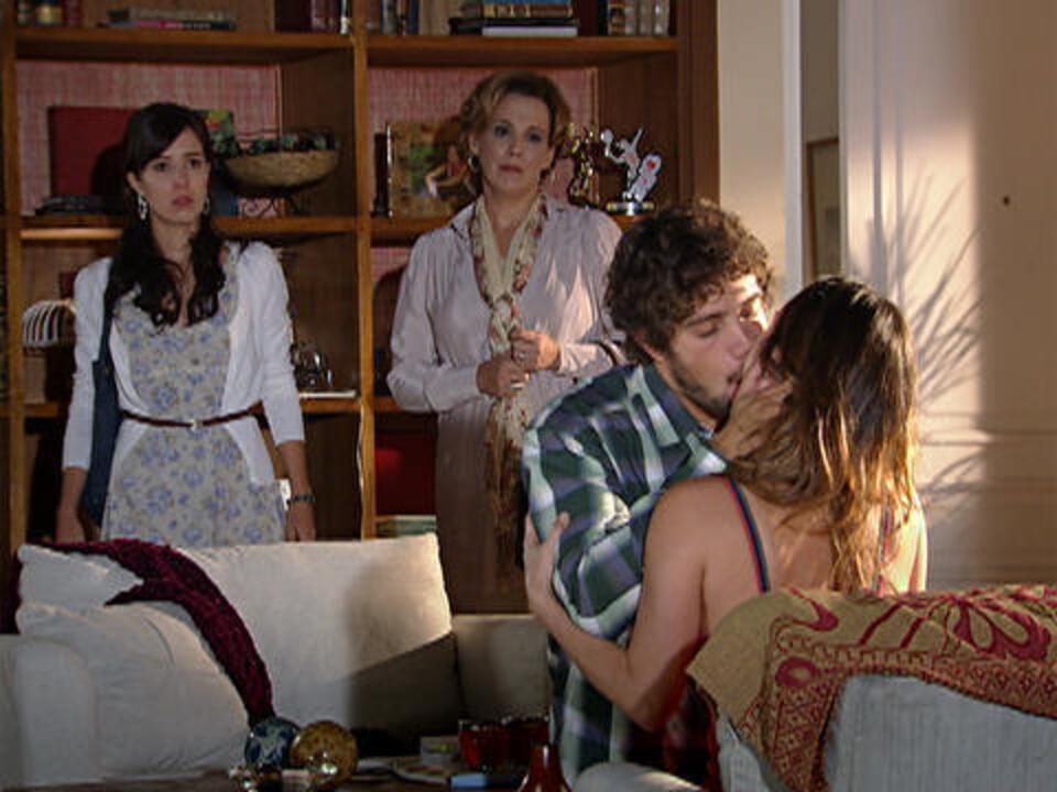 A Vida da Gente - capítulo de quarta-feira, dia 28/12/2011, na íntegra - Manu flagra beijo de Ana e Rodrigo