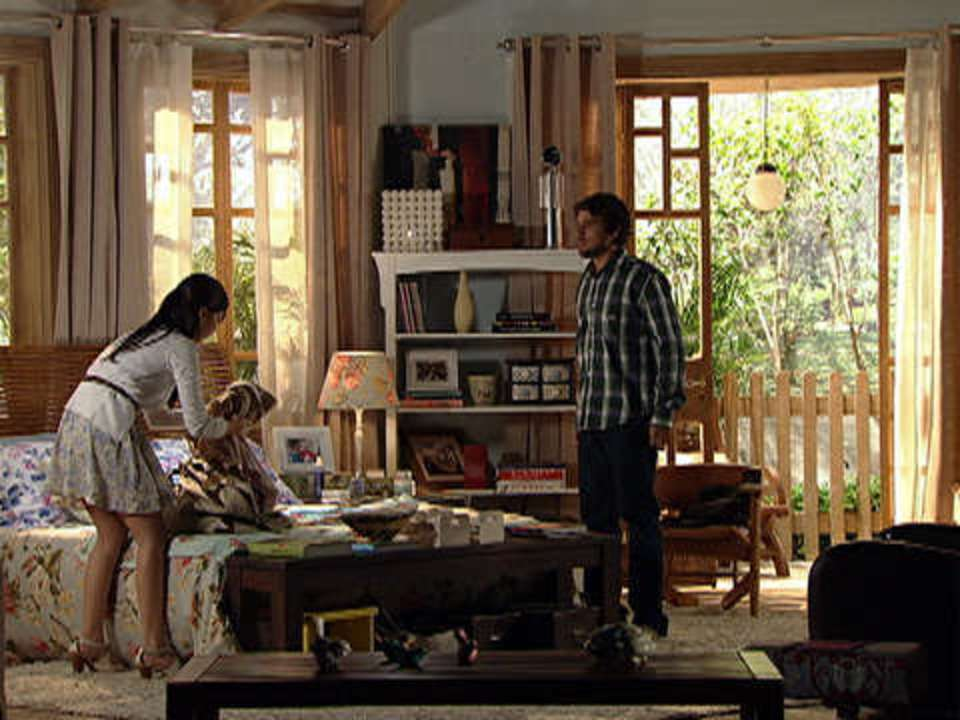 A Vida da Gente - capítulo de quinta-feira, dia 29/12/2011, na íntegra - Manuela sai de casa