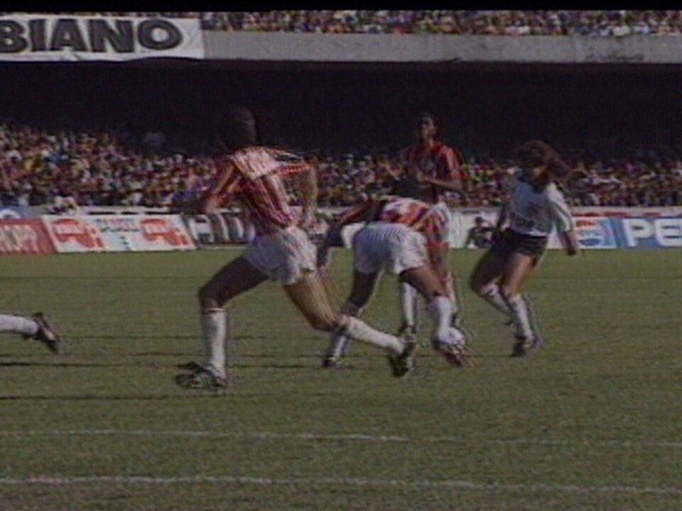 Em 1990, Corinthians vence o São Paulo por 1 a 0 pelo segundo jogo da final do Brasileirão