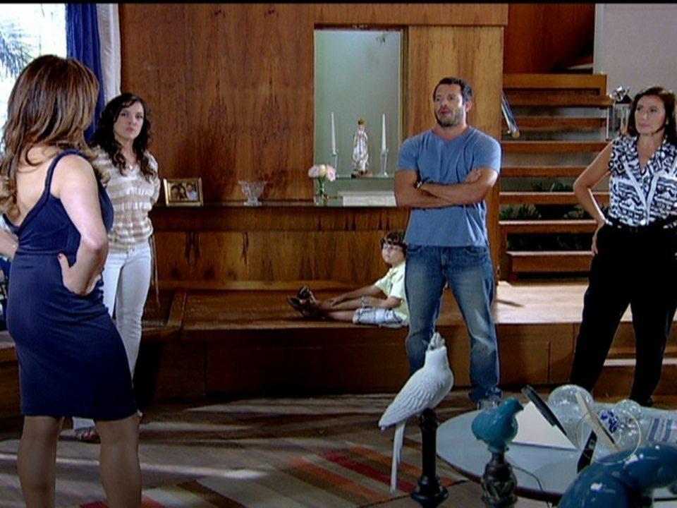 Fina Estampa - Capítulo de terça-feira, dia 06/03/2012, na íntegra - Patrícia obriga a mãe a pedir desculpas à rival