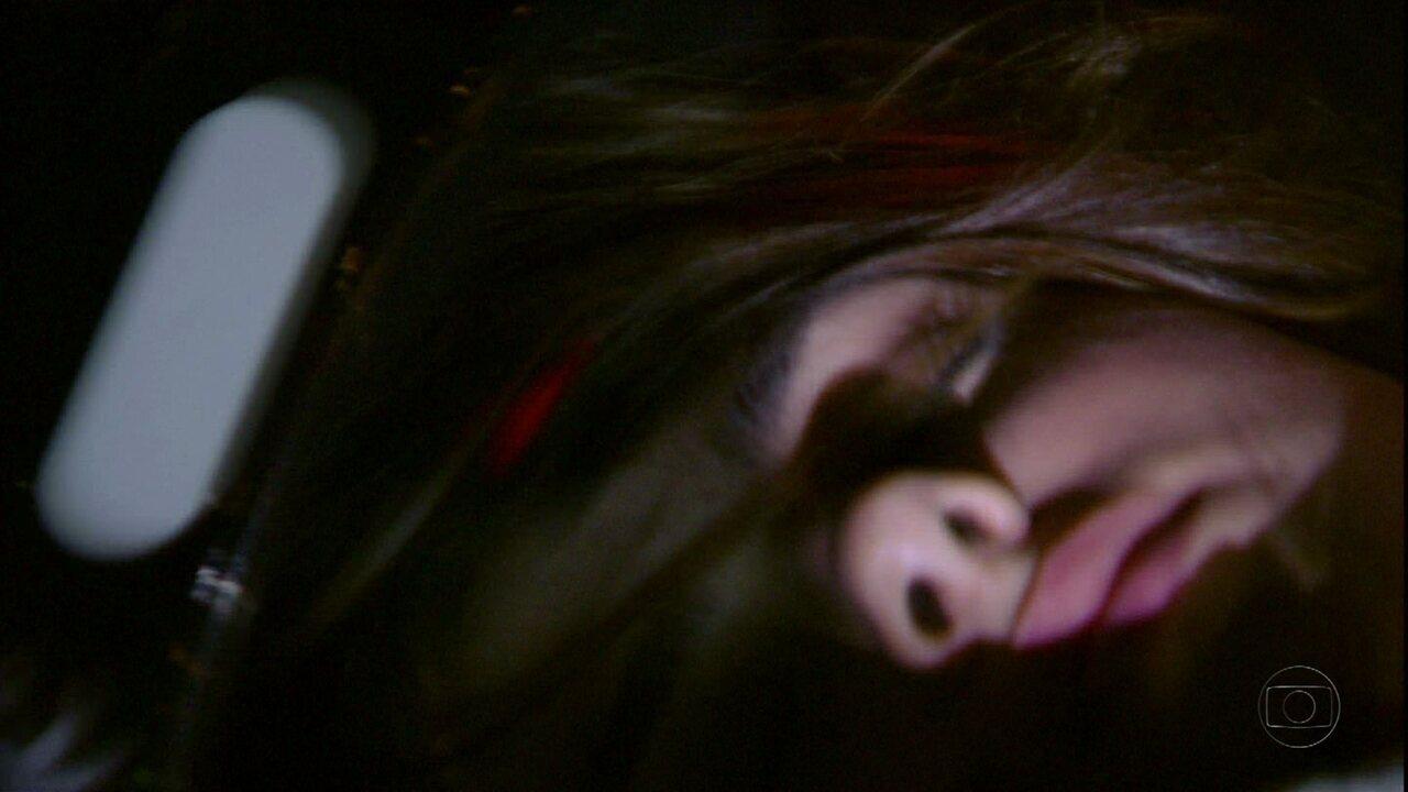 Malhação - Capítulo de sexta-feira, dia 16/03/2012, na íntegra - Cristal sofre acidente e fica desacordada