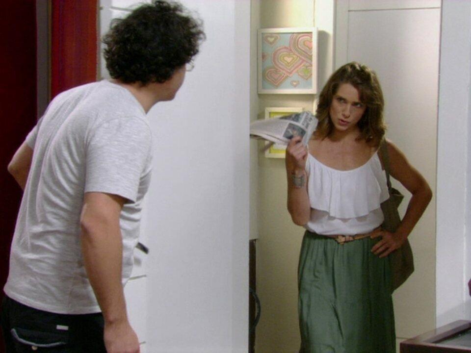 Malhação - Capítulo de sexta-feira, dia 30/03/2012, na íntegra - Laura não gosta de ver foto sua no jornal com Fabiano