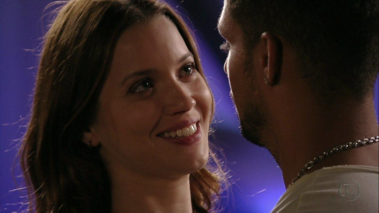 Avenida Brasil - Capítulo de sexta-feira, dia 06/04/2012, na íntegra - Jorginho pede Débora em casamento