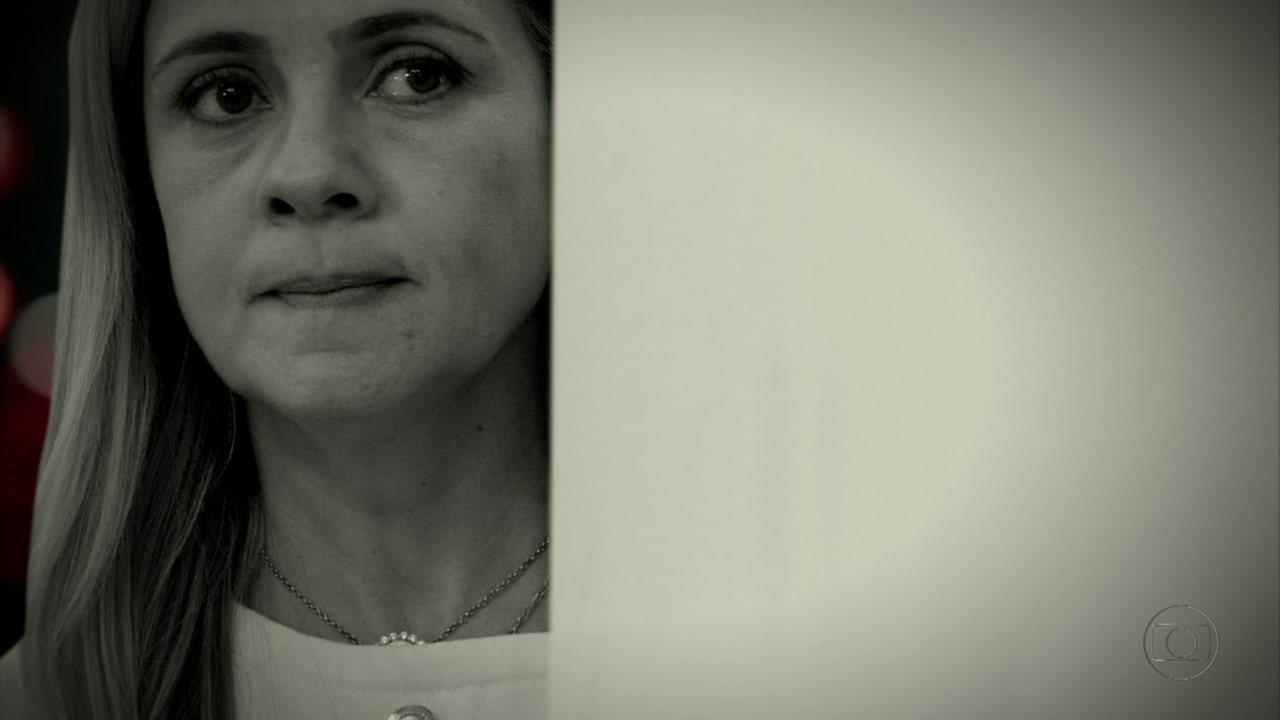 Avenida Brasil - Capítulo de terça-feira, dia 22/05/2012, na íntegra - Carminha vê Jorginho conversando com Betânia