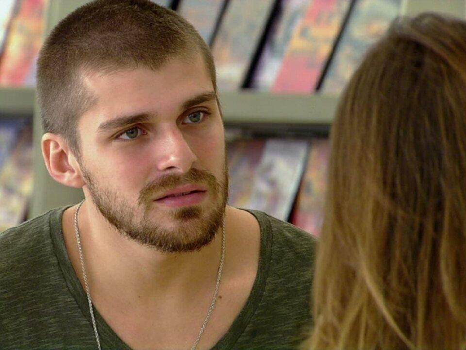 Malhação - Capítulo de segunda-feira, dia 18/06/2012, na íntegra - Tomás pede que Cristal retire a queixa contra ele