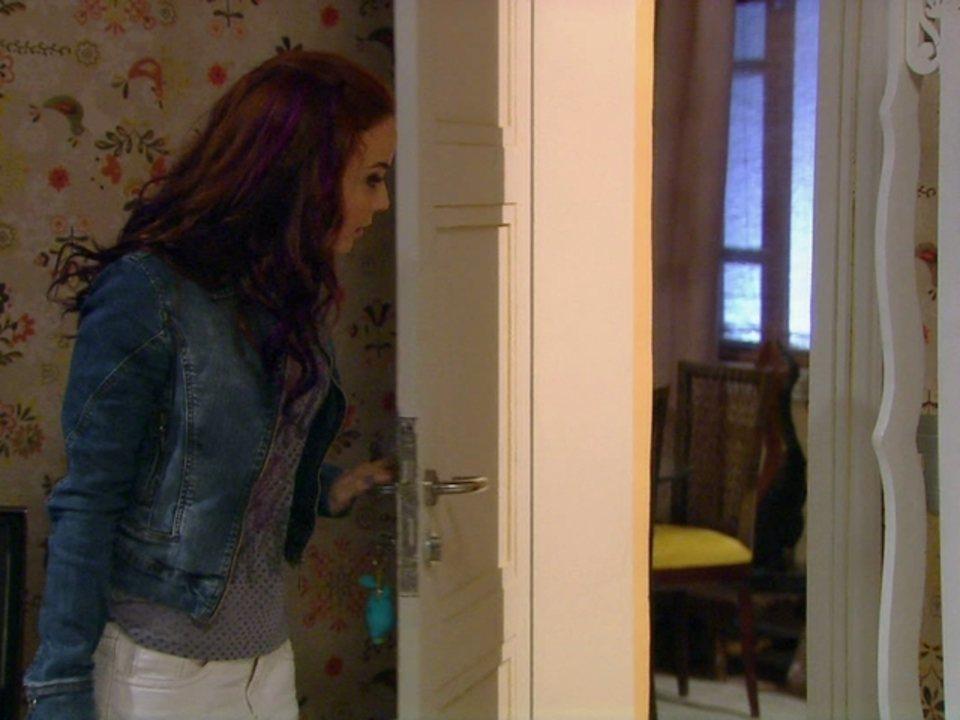 Malhação - Capítulo de quinta-feira, dia 12/07/2012, na íntegra - Débora sai de casa escondida para ir a festa