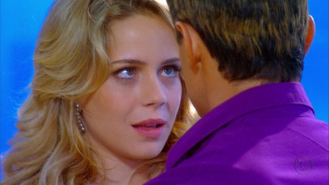 Cheias de Charme - Capítulo de segunda-feira, dia 20/08/2012, na íntegra - Rosário estranha o jeito de Fabian, mas não percebe que é Inácio