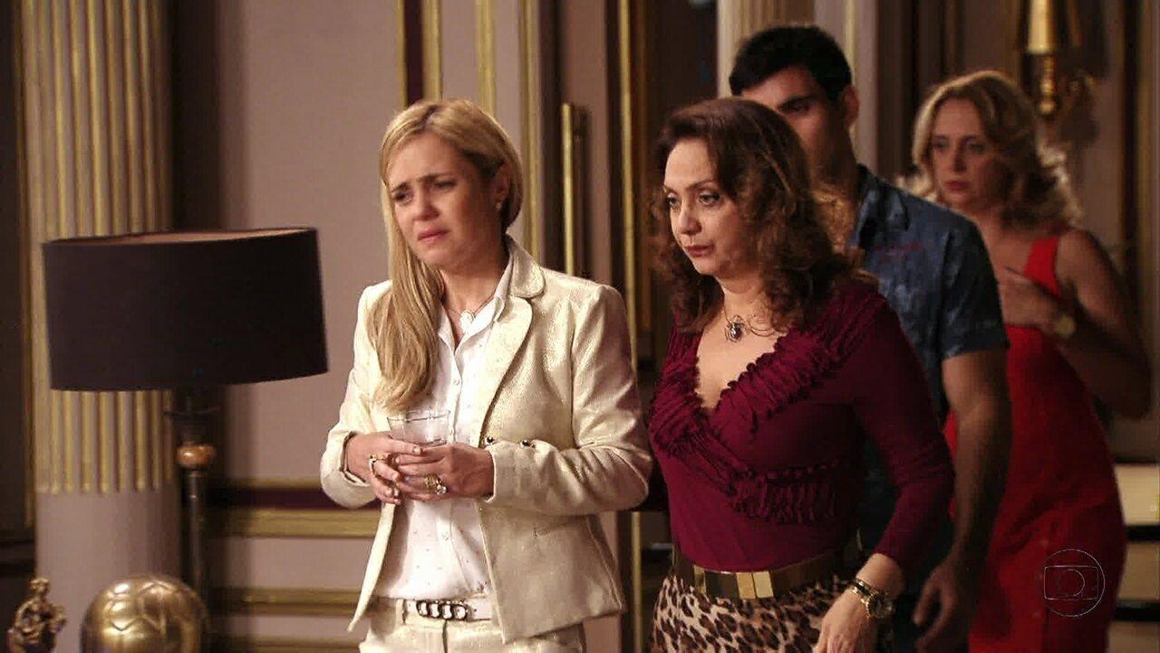 Avenida Brasil - Capítulo de segunda-feira, dia 24/09/2012, na íntegra - Carminha convence a família a chamar a polícia para prender Nina