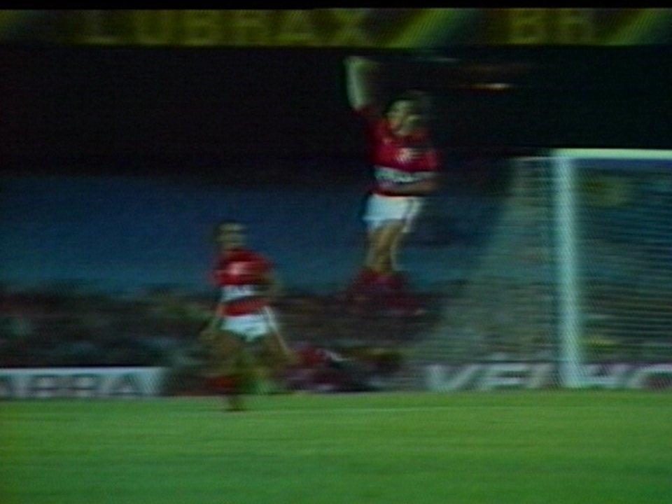 Em 1985, vitória sobre o Bahia por 3 a 0 marca volta de Zico ao Flamengo