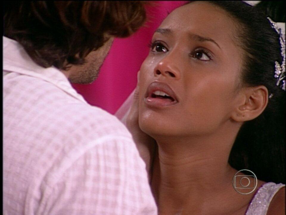 Da Cor do Pecado - Capítulo de terça-feira, dia 25/12/2012, na íntegra - Apolo beija Preta; Kaike foge com Otávio, mas é surprendido por Tony e Bárbara