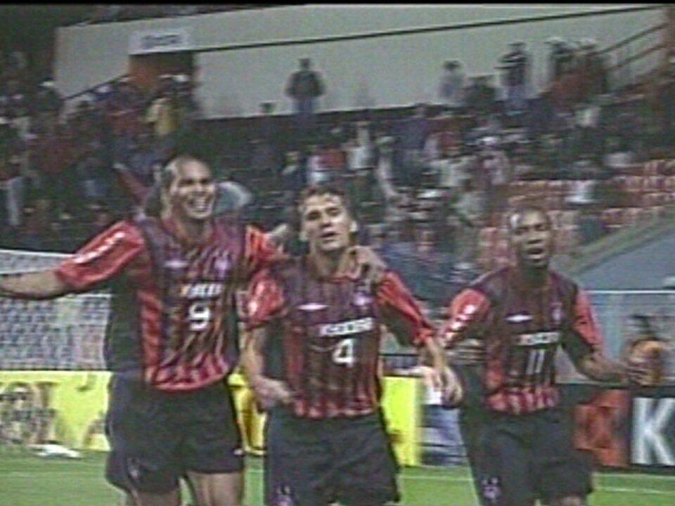 Em 2005, Atlético-PR goleia o Vasco por 7 a 2 pelo Campeonato Brasileiro