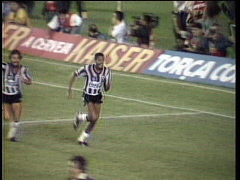 Em 1989, Botafogo vence o Flamengo por 1 a 0 e conquista o Estadual