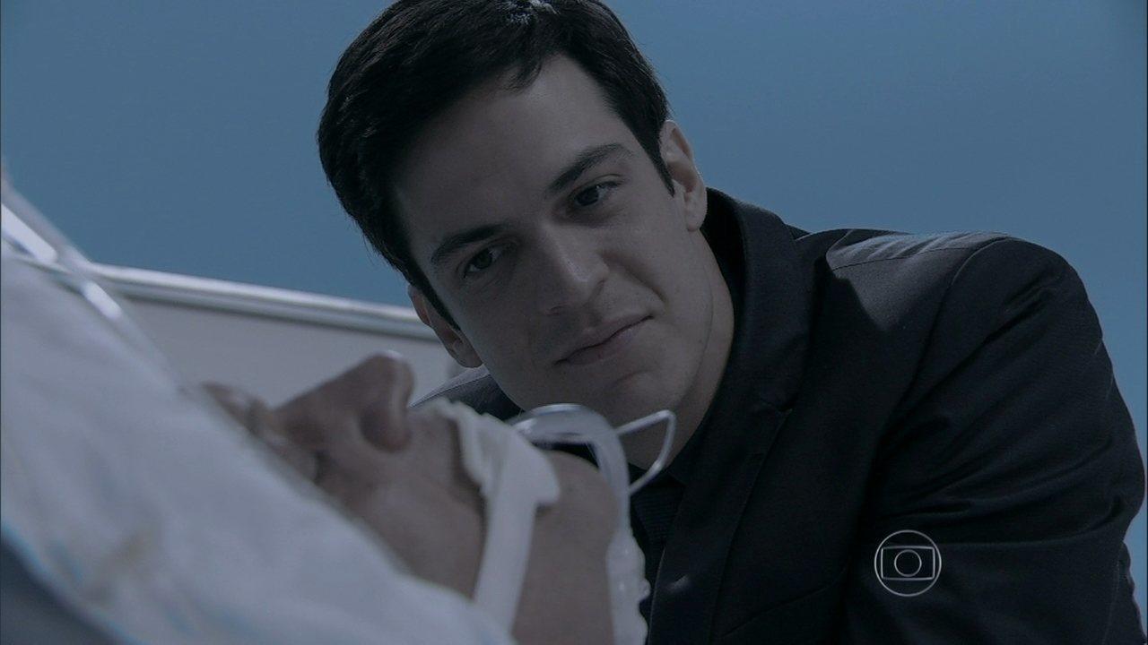 Amor à Vida - Capítulo de sexta-feira, dia 31/05/2013, na íntegra - Joana entra na UTI no momento em que Félix desliga o respirador de Atílio