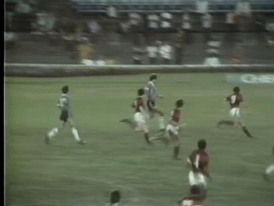 Libertadores 1983: Caio invade a área, dribla o goleiro e faz Grêmio 2 a 0 no Flamengo
