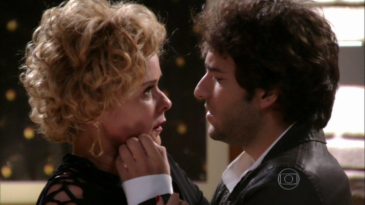 Sangue Bom - capítulo de sexta-feira, 28/06/2013, na íntegra - Fabinho agarra Bárbara!