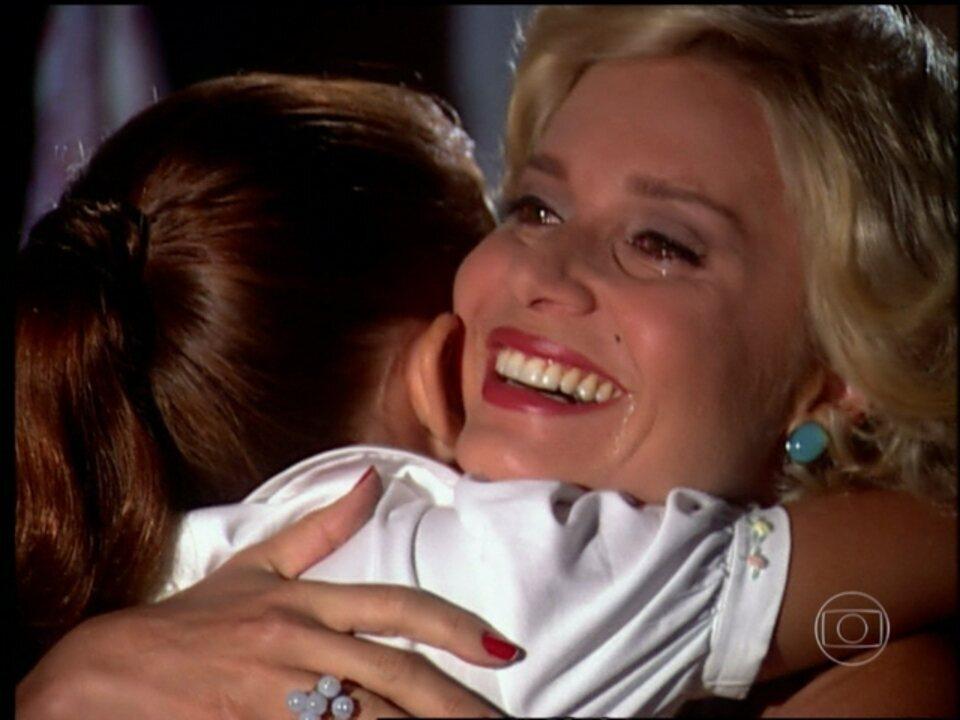 O Profeta, capítulo de segunda - feira, dia 08/07/2013, na íntegra - Marcos não consegue prever futuro durante seu programa e platéia fica indignada, e Zélia permite que Rosa visite Tereza.