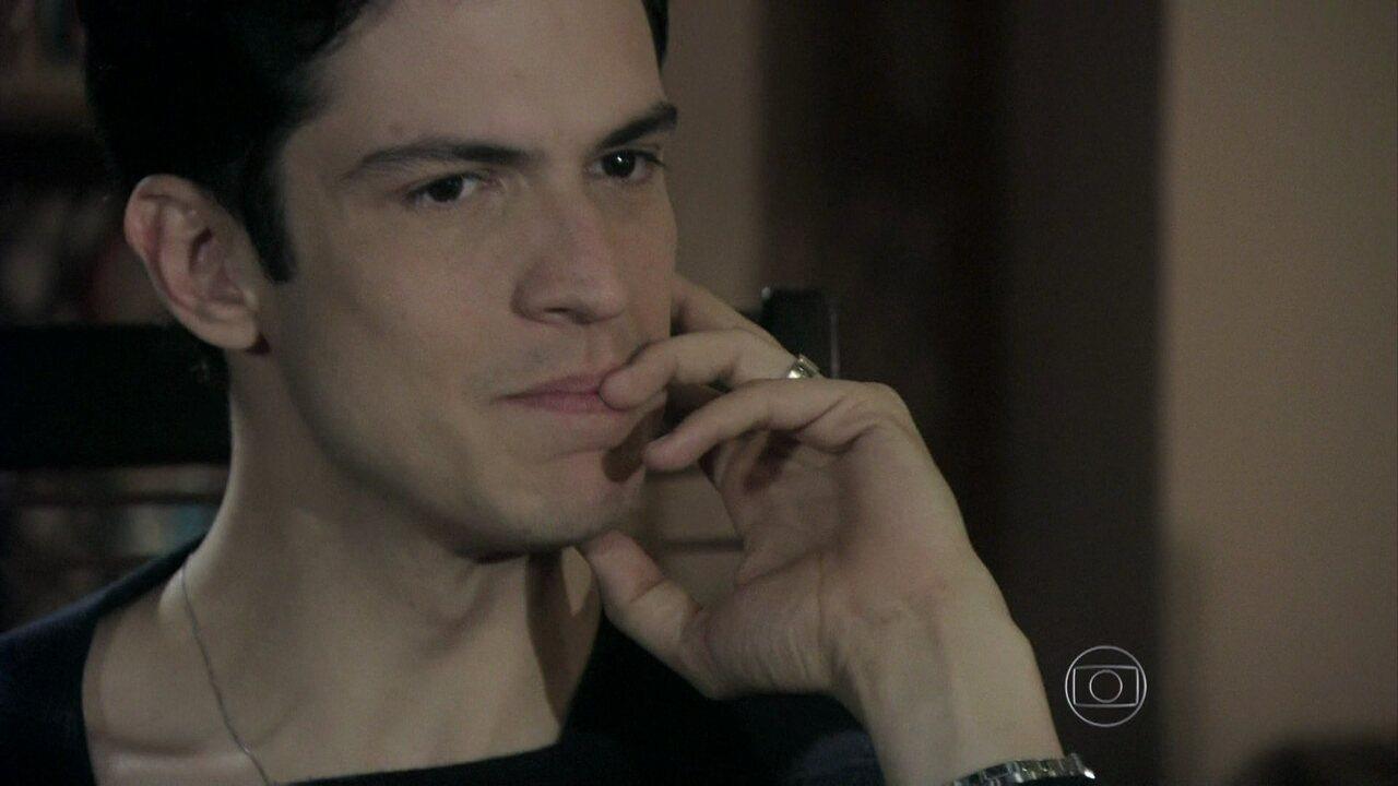 Amor à Vida - Capítulo de Sábado, 13/07/2013, na íntegra - Félix procura Bruno e afirma que pode fazer com que Paulinha fique com ele