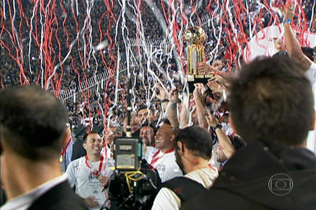 Com direito a 'olé', Corinthians vence a Recopa em cima do São Paulo