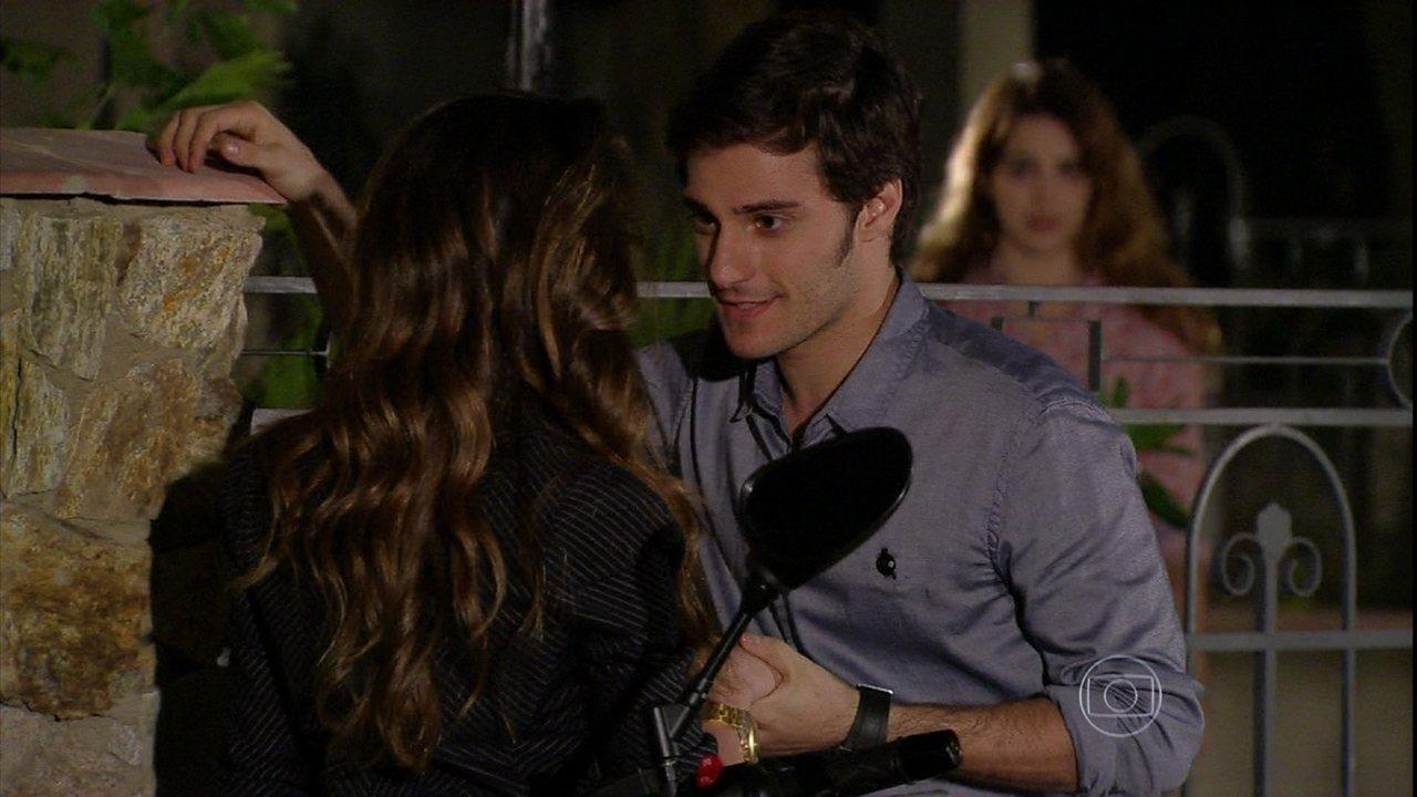 Malhação - Capítulo de segunda-feira, dia 12/08/2013, na íntegra - Martin pede Flaviana em namoro para fazer ciúmes em Anita