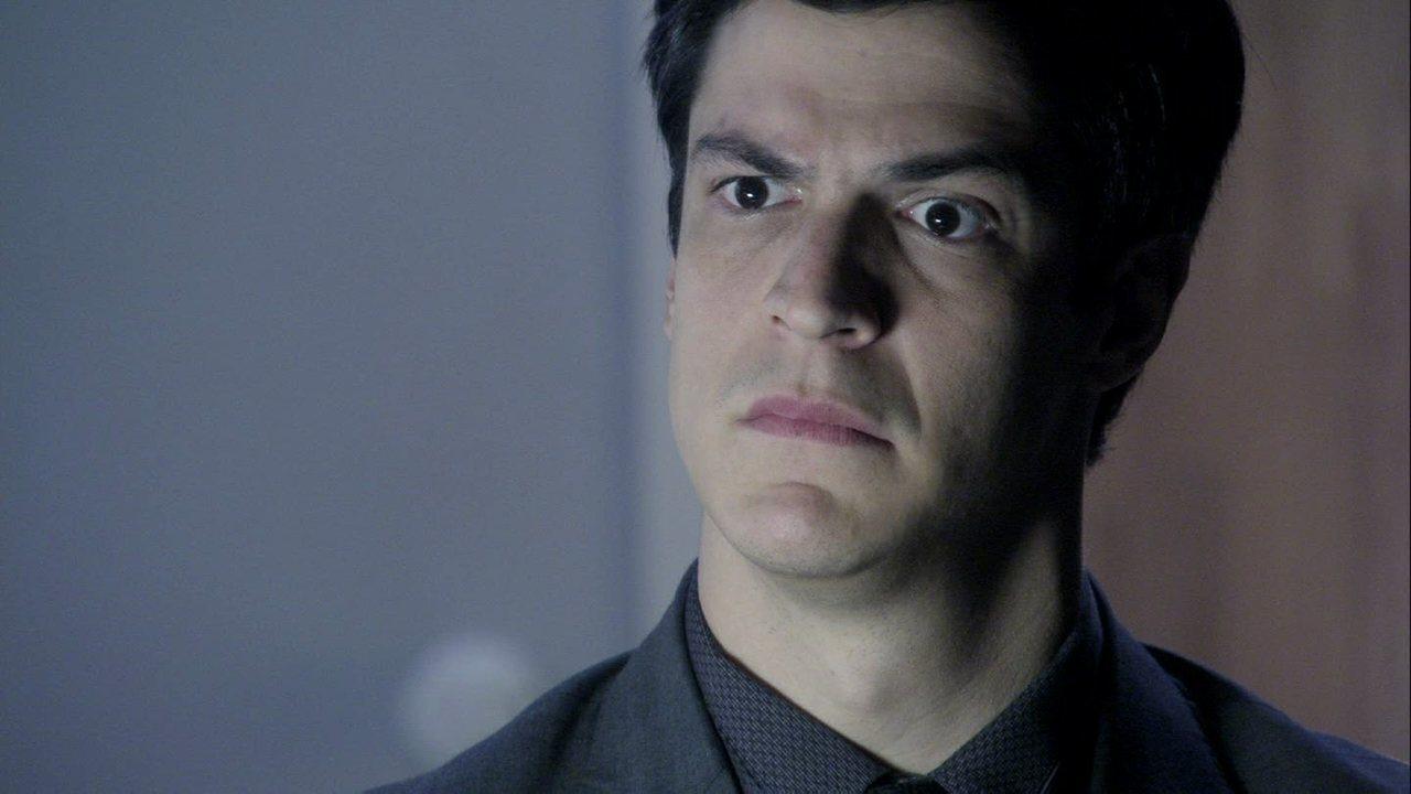 Amor à Vida - Capítulo de quarta-feira, dia 04/09/2013, na íntegra - Ignácio se recusa a casar com Valdirene, que se surpreende ao saber que o noivo é estéril. Félix convence a família de que sua irmã precisa ser internada. Paloma é levada para seu julgamento. Félix consegue convencer o juiz a internar Paloma