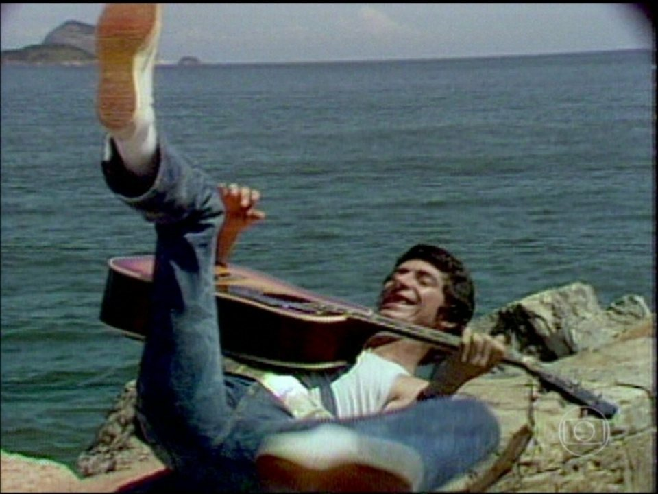 Vídeo Show   Veja clipe de Raul Seixas cantando 'Maluco ...