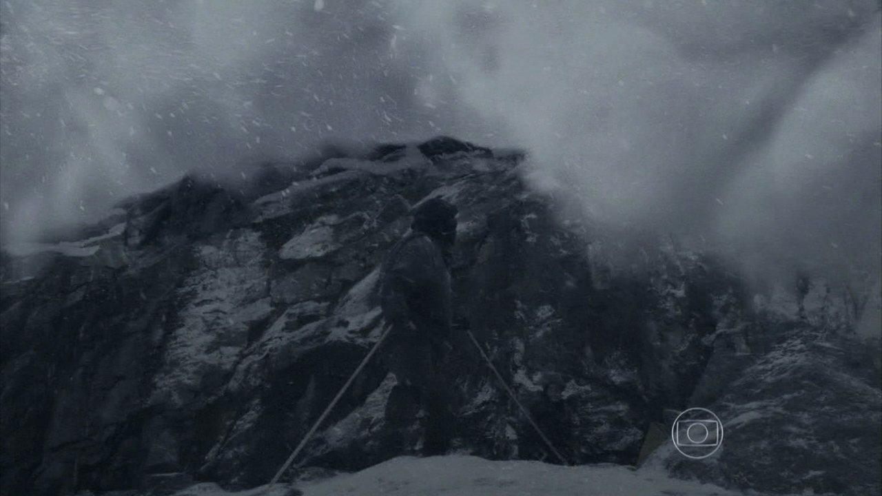 Uma tempestade de neve nos Himalaias arrasta Franz, Eurico e Manfred