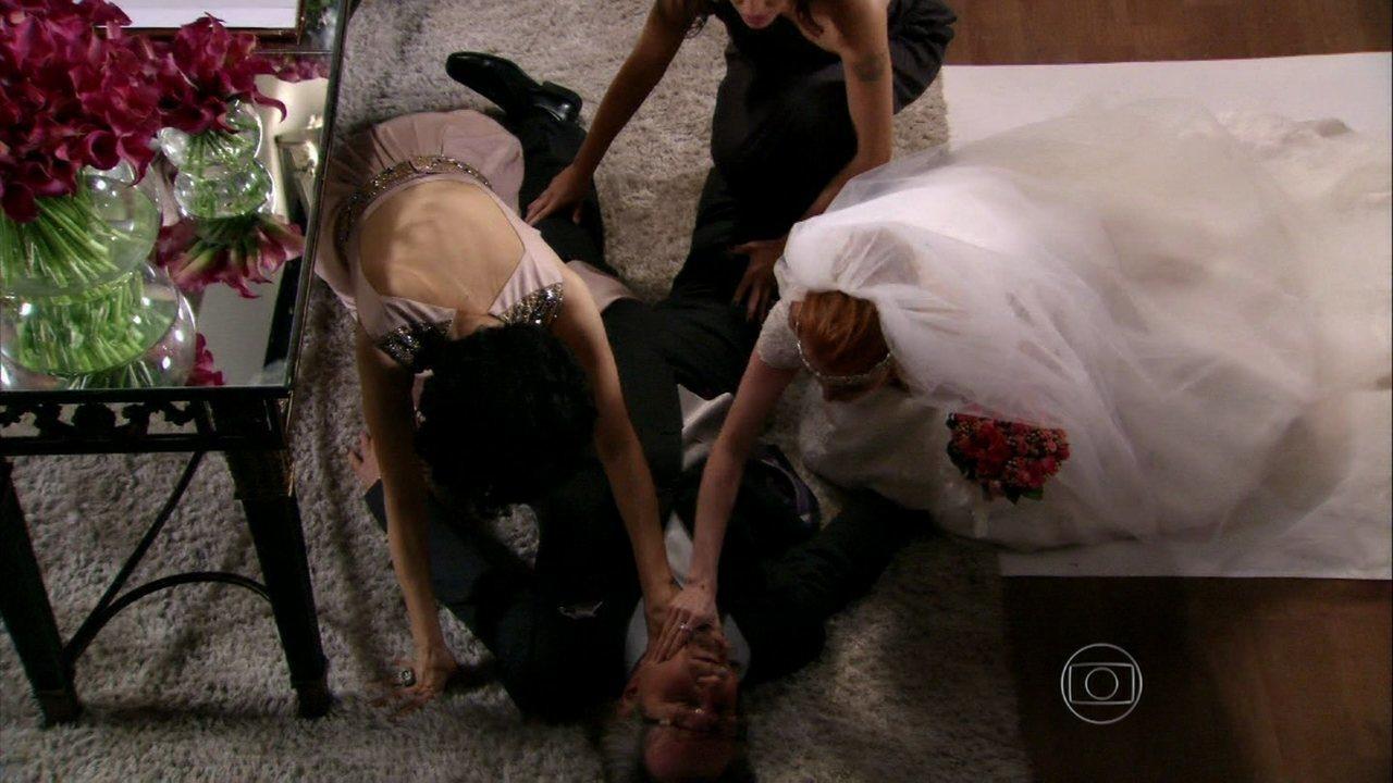 Sangue Bom - capítulo de terça-feira, dia 24/09/2013, na íntegra - Cardoso sofre um infarto antes de assinar a certidão de casamento
