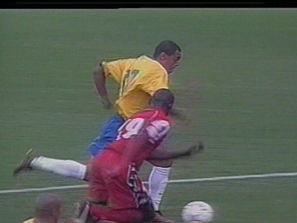 """Em 2001, Brasil vence o Panamá por 5 a 0 em amistoso na Arena da Baixada para """"aliviar pressão em Felipão"""""""